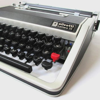 Vintage Portable Typewriter, WORKING Olivetti Underwood Lettera 33 Manual Typewriter With Case, Made in Spain