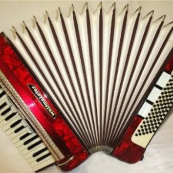 Nice Piano Accordion Weltmeister 96 Bass. Made in Germany. Beautiful Sound !!!