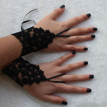 FREE SHIP black Wedding gloves, gothic lace Party gloves, bridal gloves fingerless gloves Halloween costume french lace