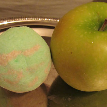 Bath Bomb ( Country Apple)  ( 100% Homemade & Handmade)