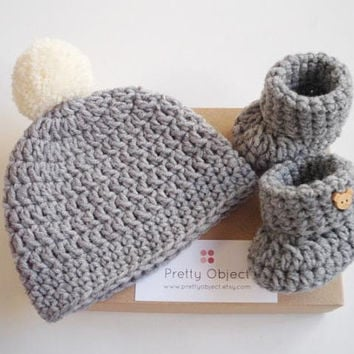New baby gift set Crochet baby gift Newborn hat and shoes set Baby shower gift photo prop Crochet baby hat booties Pregnancy announcement