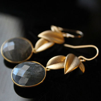 Round  Gold Filled Leaf Labradorite Drop Earrings, Coin Shaped, Grey Gemstone, Round Dangle, Flash Labradorite Jewelry