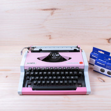 Bubble Gum Pink OLYMPIA TRAVELLER De Luxe - 2 free ribbons -vintage typeweiter- Portable typewriter - manual typewriter - working typewriter