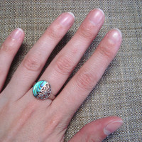 Stunning sterling silver ring with abalone and floral detail, size 8.5
