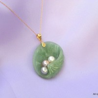 Jadeite Clam Shell Jade Pendant Necklace with Fresh Water Pearls Gold | MaggieMays - Jewelry on ArtFire