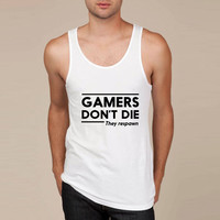 Gamers don't die they respawn Tank Top