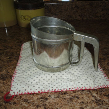 Vintage Foley Aluminum 3 Cup Hand Powdered Sugar Flour Sifter Made In USA Kitchen Gadget Baking Tool