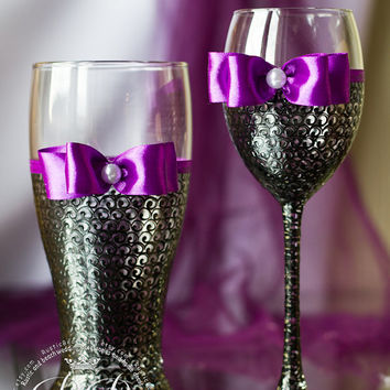 Bride and groom, purple & black, wedding  wine glasses and beer glasses, bridal party, personalized, gift ideas from collection lace,  2pcs
