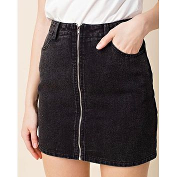 honey punch - run this town - denim zip skirt - black