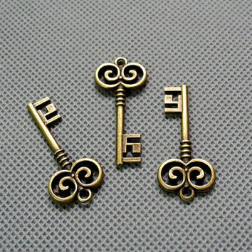 2x Making Jewellery Supply Retro DIY Antique Jewelry Findings Charms Schmuckteile Charme 4-A1607 Key