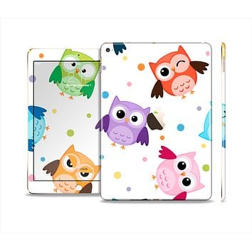 The Cartoon Emotional Owls with Polkadots Skin Set for the Apple iPad Air 2