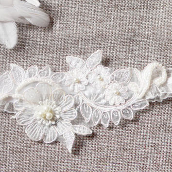 Bridal Garter Wedding Garter Keepsake Garter - Rustic Wedding Garter Flower Lace Garter - Vintage Inspired White Garter