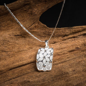 Silver Floral Pattern Necklace