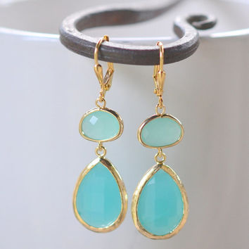 Large Turquoise Teardrop and Aqua Stone Dangle Bridesmaid Earrings in Gold.  Glass Drop Earrings. Bridesmaids Turquoise Dangle Earrings.