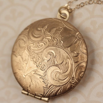 Floral Locket Necklace, 14kt Long Gold Necklace Chain, Gold Locket, Round Pendant, Paisley Flower Locket, Vintage Gold Locket, Leaf Jewelery