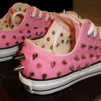 ICIKGQ8 new custom spiked converse size 8 women 6 men low top pink or blue chuck taylor s