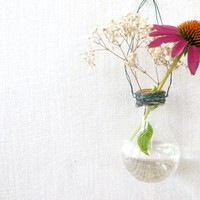 Wednes-DIY Home Décor: The Light Bulb Vase