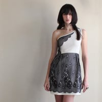 Delicate lace oneshoulder dress ivory and black small by Minxshop