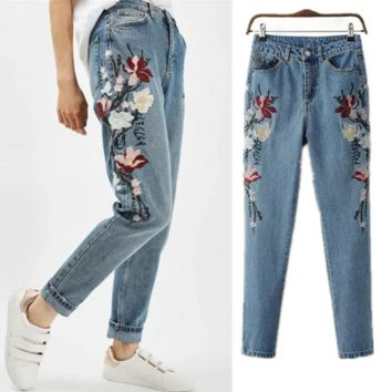 Embroidery Floral Fashion A pair of jeans