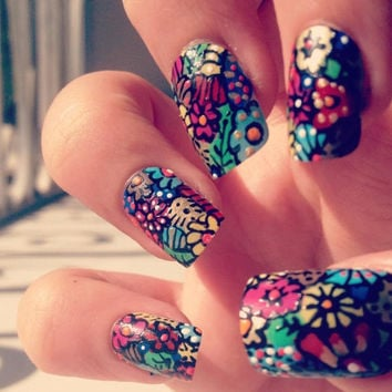 Amazing Floral Nails