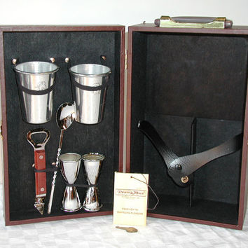 Vintage Portable Bar Set by Ever-Wear Trav-L-Bar With Carrying Case & KEY - Portable Pub