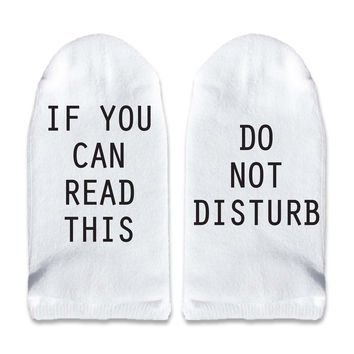 If You Can Read This Do Not Disturb - Men's No Show Socks Printed with Text on Sole