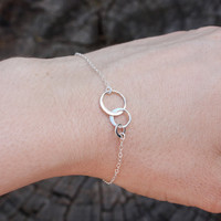 Three Circle Bracelet - Delicate Sterling Silver Chain . Sterling Silver Links . Layering . Feminine and Lightweight
