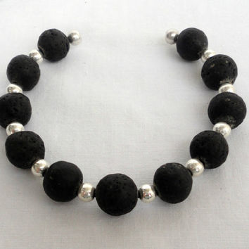 Black men's bracelet with lava and zamak beads. magnetic zamak clasp. Pulsera hombre