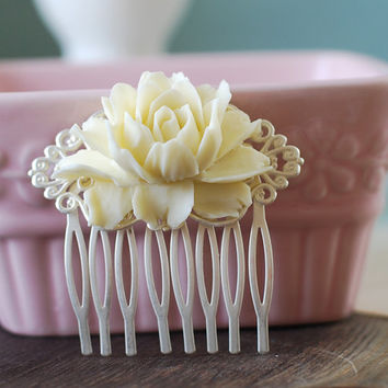 Large Cream Ivory Rose Flower Matte Silver Filigree Hair Comb. Vintage Inspired Bridal Hair Comb.  Wedding Accessory