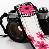Camera Strap, Hot Pink Daisies, dSLR, SLR, OOAK, Padded, Quick connect