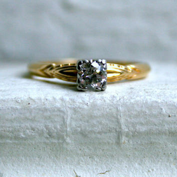 Beautiful Vintage 14K Yellow Gold Diamond Solitaire Engagement Ring - 0.33ct.