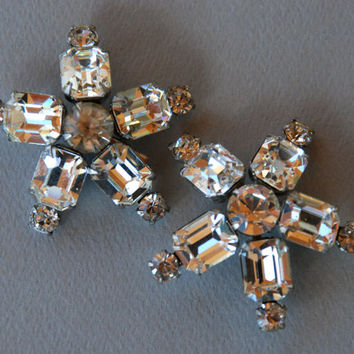 Snowflake Rhinestone Brooches - Set of Two Sparkly Star Scatter Pins Clear Prong Set Rhinestones 1950's // Vintage Costume Jewelry