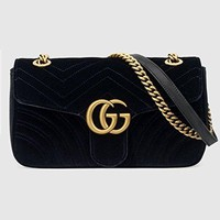 Kucci Gucci. GG Marmont Velvet Shoulder Bag