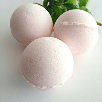 Plumeria Bath bomb soak, bath gift set, bath gift, gift for her, gift for mom, bridesmaid gift, best friend gift, wedding party gifts.