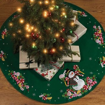"Candy Snowman Bucilla Felt Tree Skirt Applique Kit 43"" Round"
