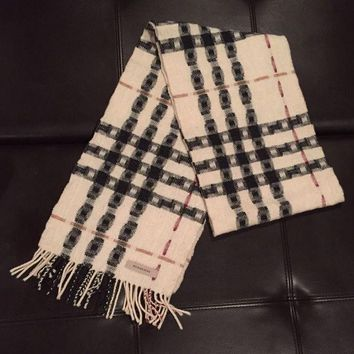 PEAPON 100% Authentic Burberry Wool Scarf - Worn A Couple Times