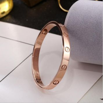 One-nice? Cartier:Fashion star with the same titanium steel rose gold bracelet bracele