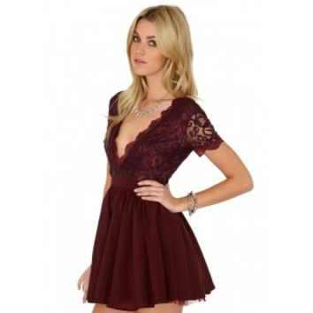Missguided - Aleena Eyelash Lace Plunge Neck Puffball Mini Dress In Burgundy