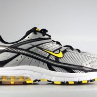 Nike Men's Air Max Fierce LAF Livestrong