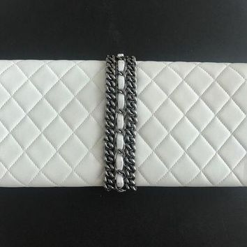 PEAPGQ6 White Chanel Evening Clutch Bag With Chain
