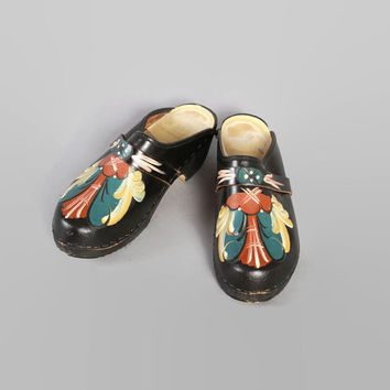 70s PAINTED Leather CLOGS / 1970s Hand Painted Floral Black Swedish Clogs 8