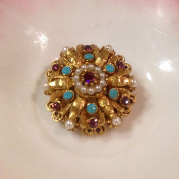 Vintage Rococo styled designer FLORENZA round brooch.  Like new condition   Florenza gold plated brooch