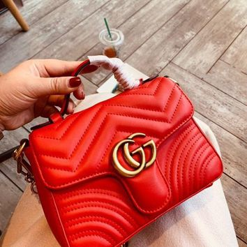 Gucci sells ladies'double G fashion quilted V-type leather mini-handbag shopping bag Red