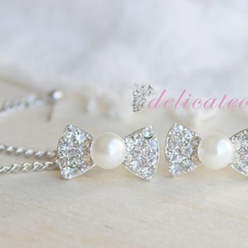 Rhinestone Bow and Pearl Stud Chain Cartilage Piercing