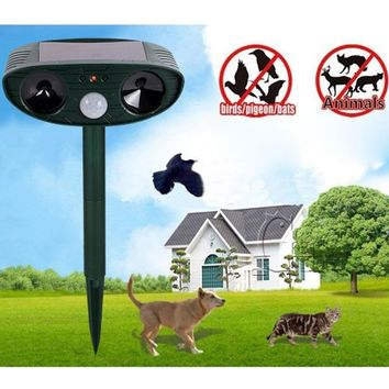 Farm Garden Powerful Solar Battery Powered Ultrasonic Outdoor Animal & Pest Repeller Cat Dog Fox Deer Rodent Repellent with PIR Sensor