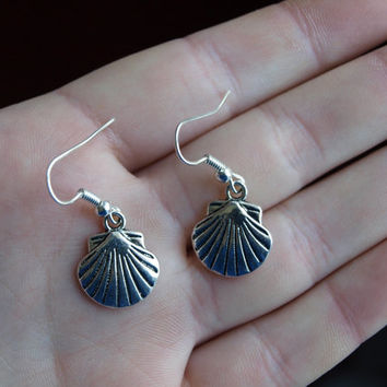 Sea shell earrings Seashell jewelry Nautical jewelry Sea lovers gift Little dangle earrings Everyday earrings Beach jewelry Simple earrings