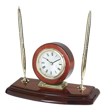 Personalized Free Engraving Cherry Finish Wooden Desk Clock with Two Pens