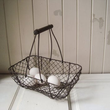 Vintage Wire Egg Basket, Rustic Egg Basket with Handle, Rustic Farmhouse Metal Basket, Wire Basket, Shabby Chic, Cottage Fruit Basket