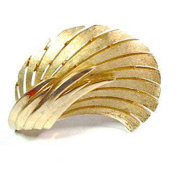 Vintage Crown Trifari Brooch,Leaf Swirl Pin,GoldTone Brooch,Crown Trifari Feather Swirl Lapel Pin,Collectible Jewelry,Signed Trifari Jewelry