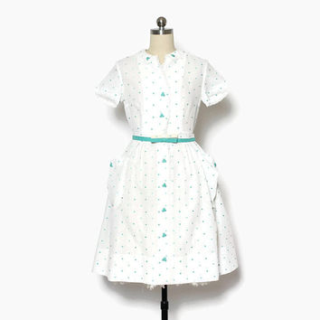 Vintage 50s Embroidered Hearts Dress / 1950s Petite Cotton Day Dress